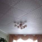Как клеить потолочную плитку: советы мастеров