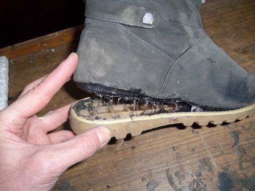 Чем заклеить обувь?