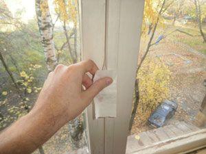 Клеим окна мылом