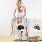 Как вывести пятно от клея c одежды